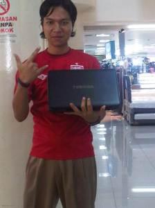 beli laptop gratis dibuatin email yahoo..